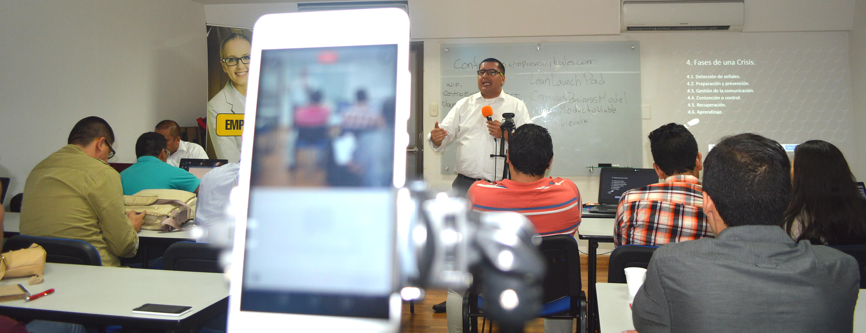 Capacitación en Marketing Digital dictada por Oscar Valbuena para la Cámara de Comercio de Ibagué
